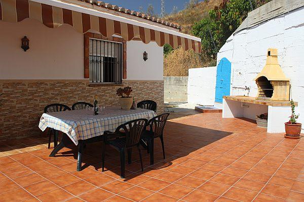 Salto del negro casa bonita en pueblo andaluz - Terraza con barbacoa ...