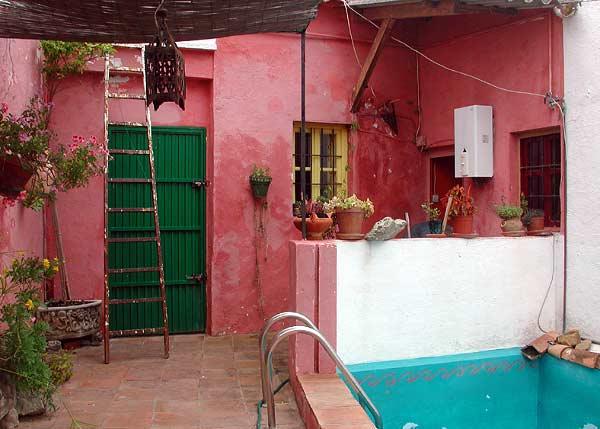Patios de casas peque as con piscina images for Jardines en casas pequenas fotos