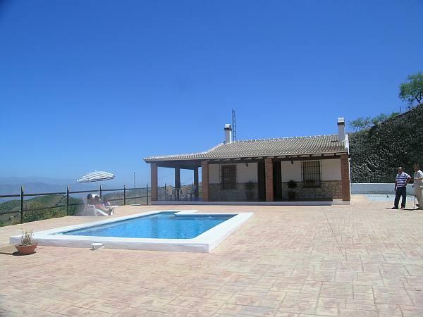 Casa nueva en el campo 8022 casa axarqu a for Casas con porche y piscina