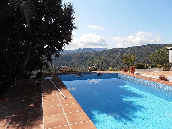 Finca grande con piscina 8103 casa axarqu a for Piscina 4x4