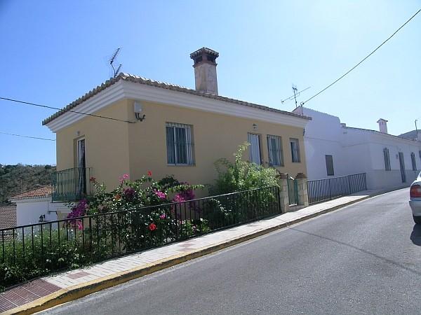 Salto del negro piso moderno en aldea andaluza for Lavaplatos granada